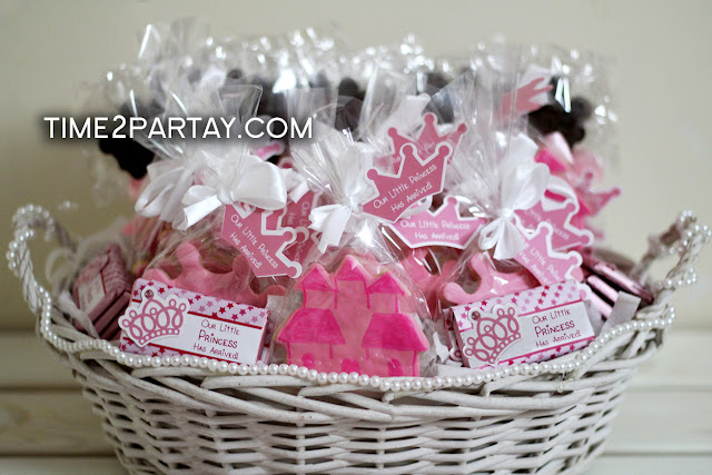 i love baskets they could be customized in so many different ways this little girl is one lucky princess we added different favors in this basket