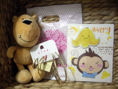 Competition prize Smile the lion from Teddy, fancy detailed gold hoop earrings from Diva, happy banana and monkey memo pad's from Morning Glory