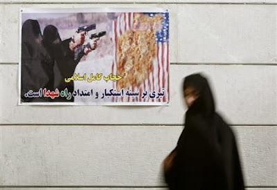 Iran perbaiki hubungan dengan AS, buang poster anti-Amerika