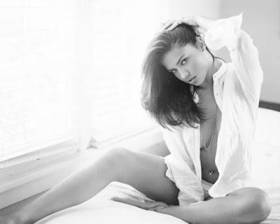 Сексапилни снимки на Адриана Лима без грим