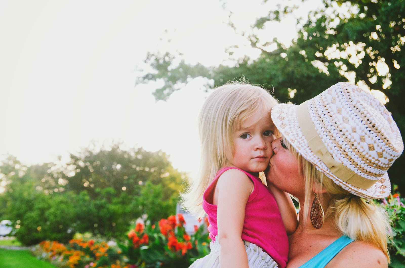 sweet kisses from mom, indianapolis family photographer