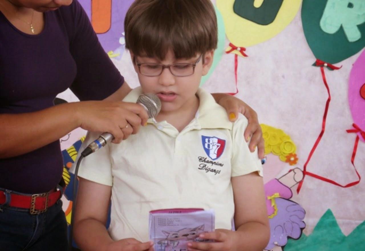 Sexta é dia do projeto da leitura na Escola Francisca Freire.