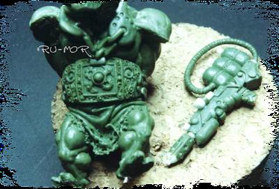 imagen de detalles de la miniatura de ogro-montura hecha por ªRU-MOR, armas y labrado del cinturón
