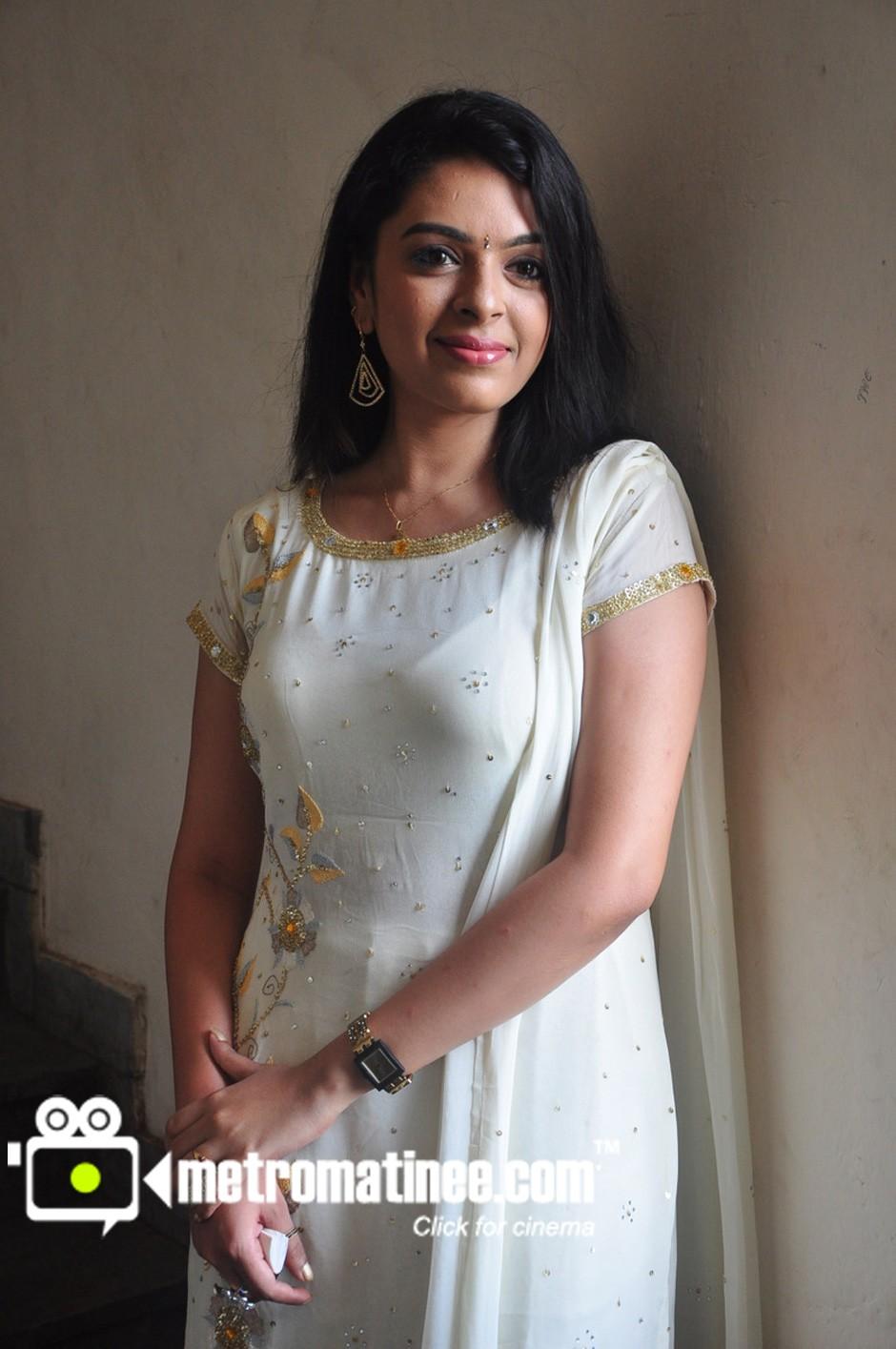 SOUTH INDIAN ACTRESS HOT: Radhika hot malayalam actress