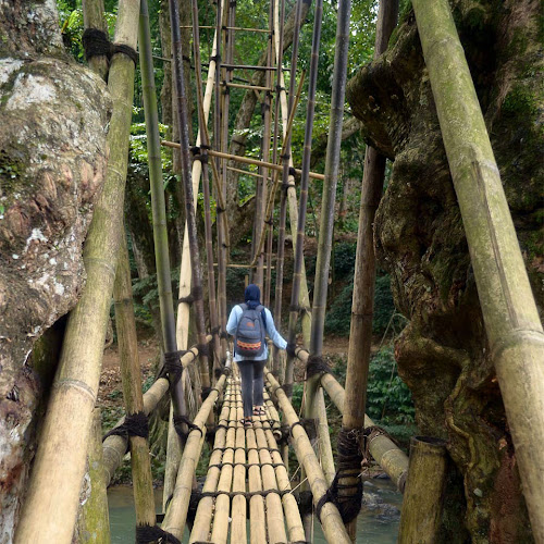 melintas jembatan bambu menuju Baduy Dalam