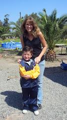 Mi hija María Cristina Larrain M. y  mi nieto Benjamín en su parcela de Malloco,  Marzo  2010.