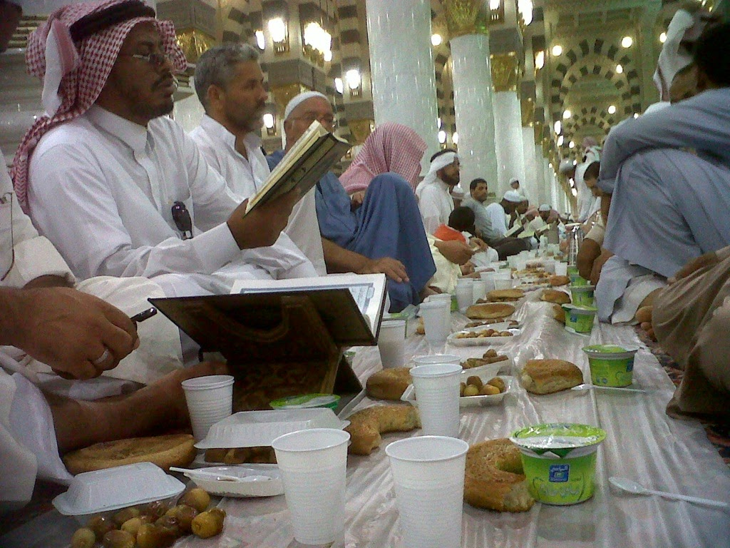 Gambar Buka Puasa Ramadhan Masjid Nabawi Madinah Terbaru