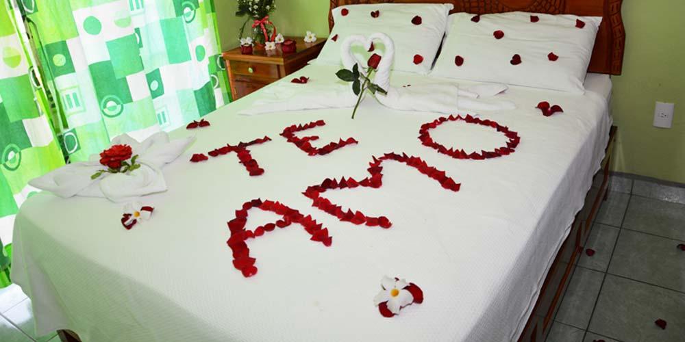 Habitacion romantica 3 hostal chiclayo hostal en for Cuartos decorados para una noche de amor