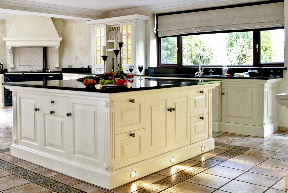 Eclectic victorian kitchen inspiration 1920 39 s style Kitchen design black countertops