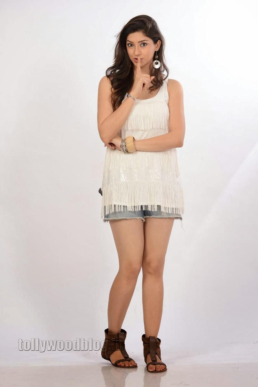 Bollywood Update: Beautiful Actress Tanvi Vyas in Saree