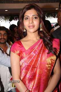 Samantha-Still-in-Saree-at-Kalamandir-Opening