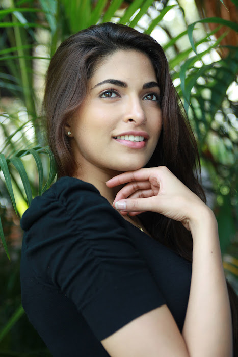 billa 2 heroine parvathy omanakuttan actress pics