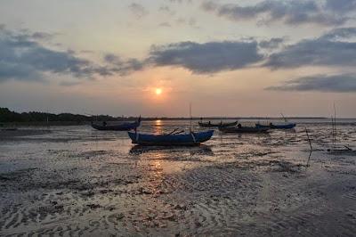Eksotisme Sunset Pantai Bahak Tongas Probolinggo