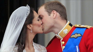 royal wedding kate william kiss