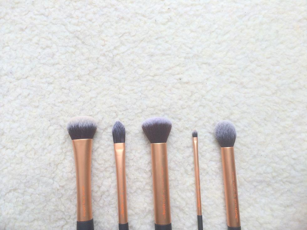 real technique makeup brush uses