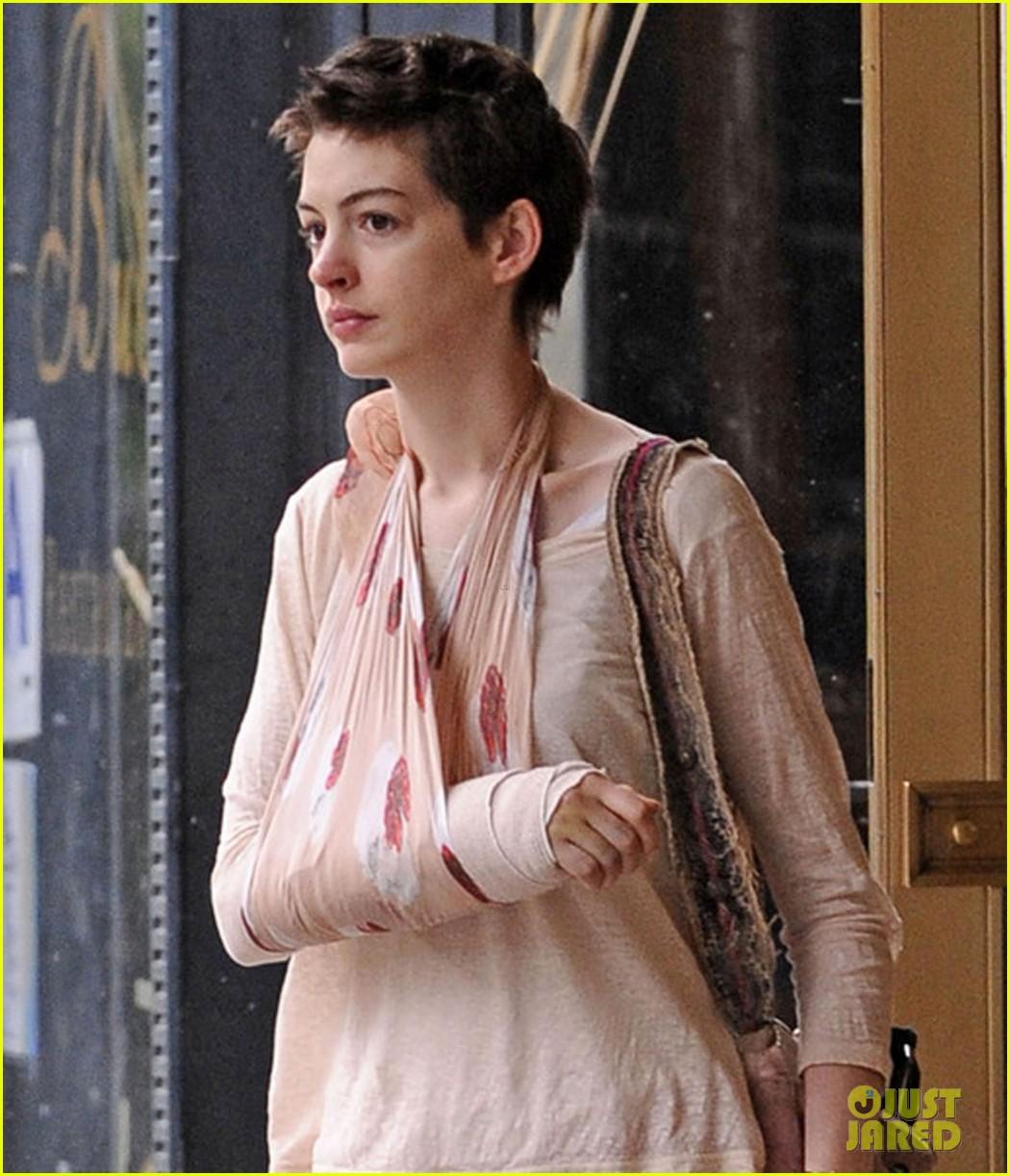 Anne Hathaway 2012 I - FONDOS WALL Shakira Wikipedia