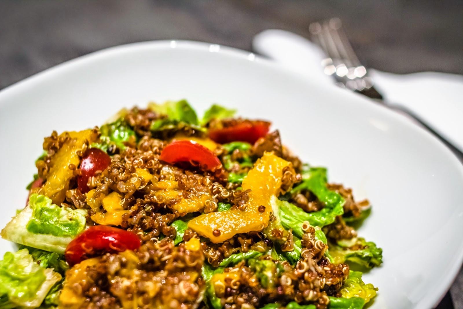 Roter Quinoa Salat mit Paprika