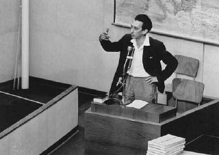 Abba Kovner en el juicio contra Eichmann