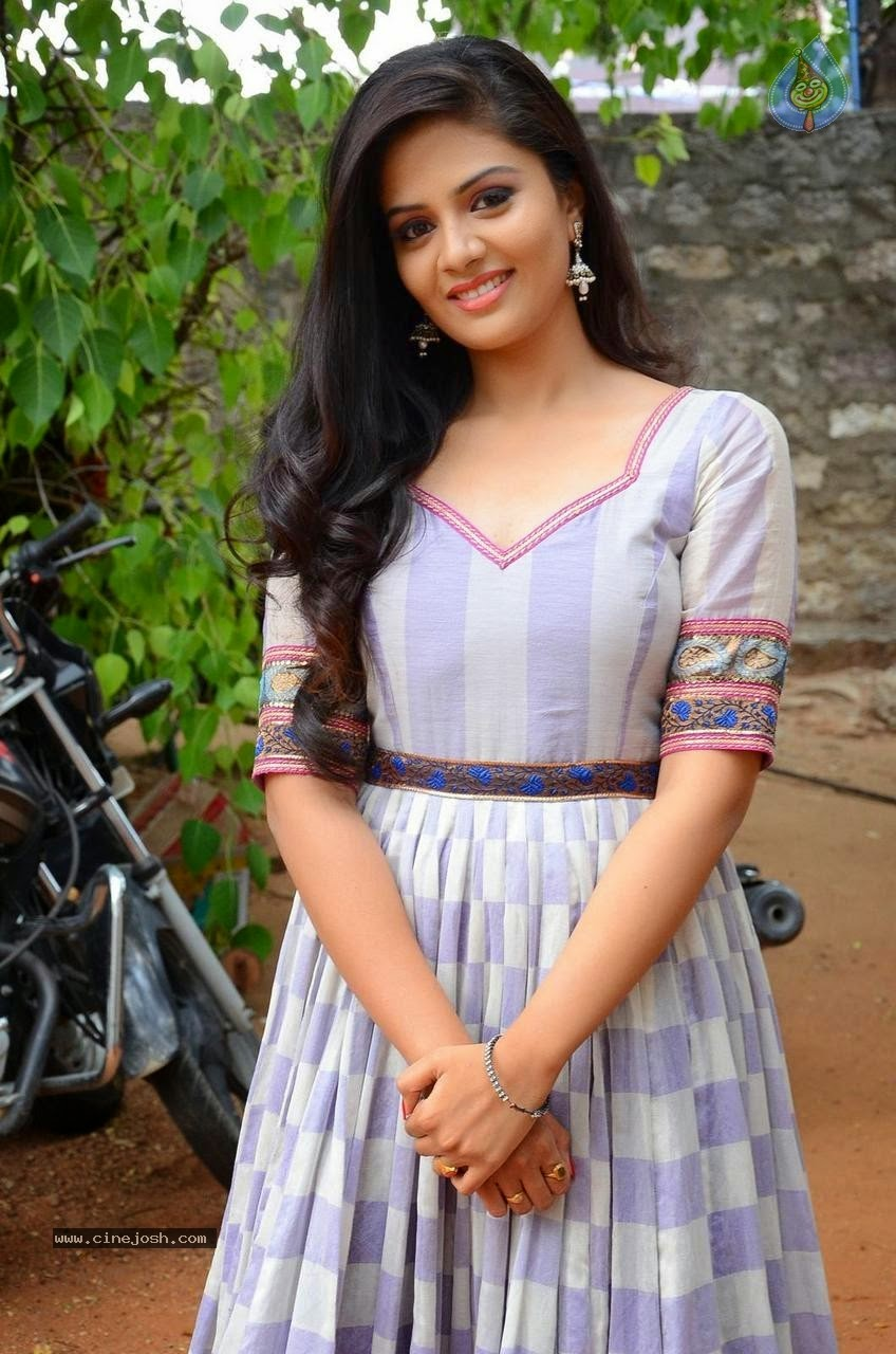Sreemukhi latest hot photos