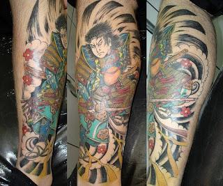 Tattoo de Samurai mas pernas