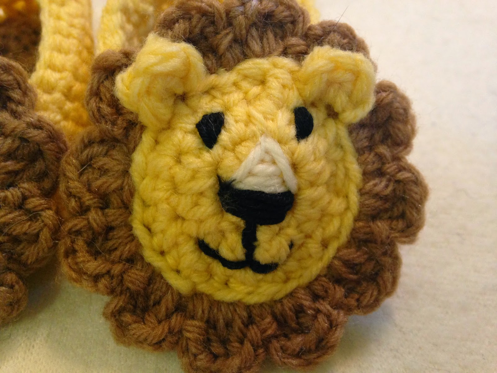 Lion Amigurumi To Go : The perfect hiding place crochet baby lion slippers