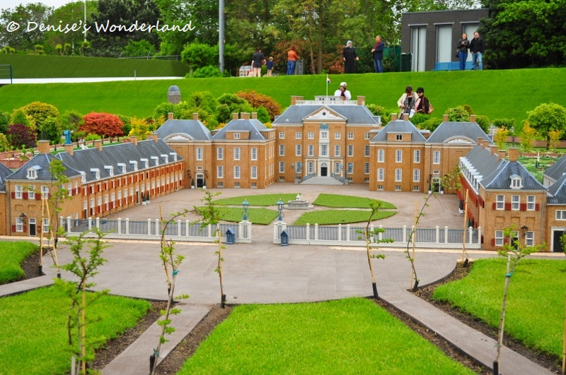 Inside madurodam the famous miniature park in the for Huis ten bosch ticket