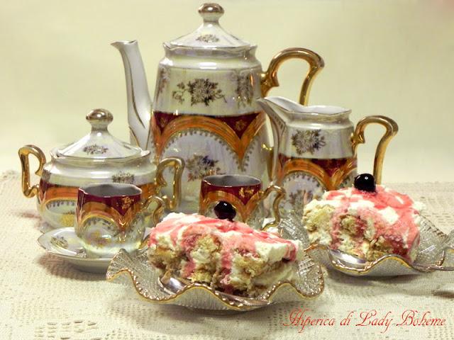 hiperica_lady_boheme_blog_cucina_ricette_gustose_facili_veloci_tiramisu_con_panna_montata_e_amarene_sciroppate