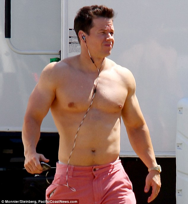 no pain no gain mark wahlberg shows off his buff body on