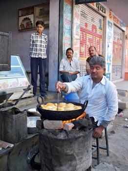 INDIA 2011: Samosa Vendor