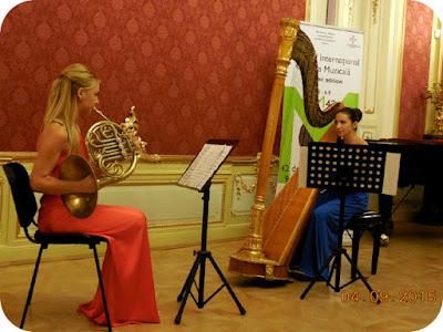 Corn si harpa la Muzeul de Arta Craiova