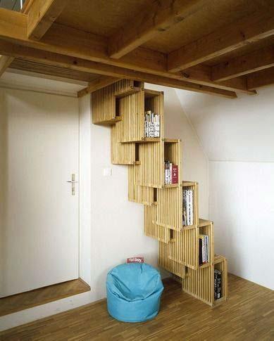 Interiores casa muebles ahorra espacio escalera y biblioteca simult neas - Como subir muebles por escalera caracol ...