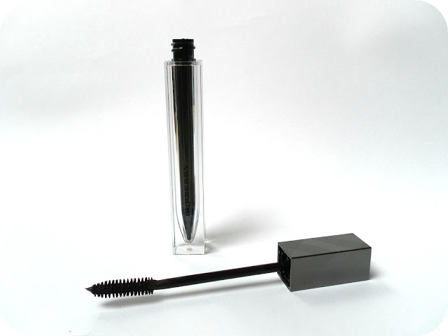 A picture of Burberry Effortless Mascara in Midnight Black