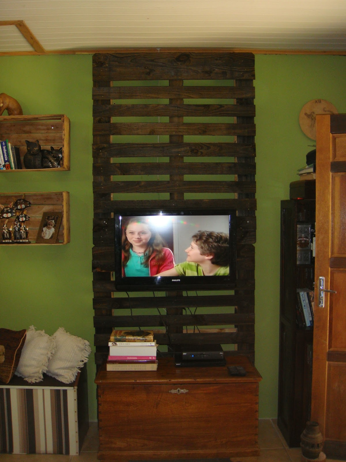 Atelier: Reciclagem de Pallets de Madeira #6A3D1A 1200x1600