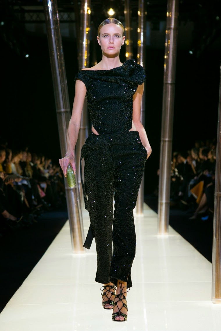 Armani Privé spring summer 2015, Armani Privé ss15, Armani Privé, Armani Privé couture, Armani Privé haute couture, du dessin aux podiums, dudessinauxpodiums, armani, Giorgio Armani, giorgio armani couture, giorgio, sac armani, armani collezioni, emporio, armarni, georgio armani, armani beauty, paris couture, paris haute couture, haute couture,fashion dresses, ladies clothes, robes de soiree, robe bustier, robe sexy, sexy dress