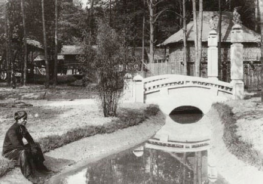 Human zoos existed 16 Depressing Photos That Will Destroy Your Faith In Humanity - Jardin d'Agronomie Tropicale – the human zoo of Paris.