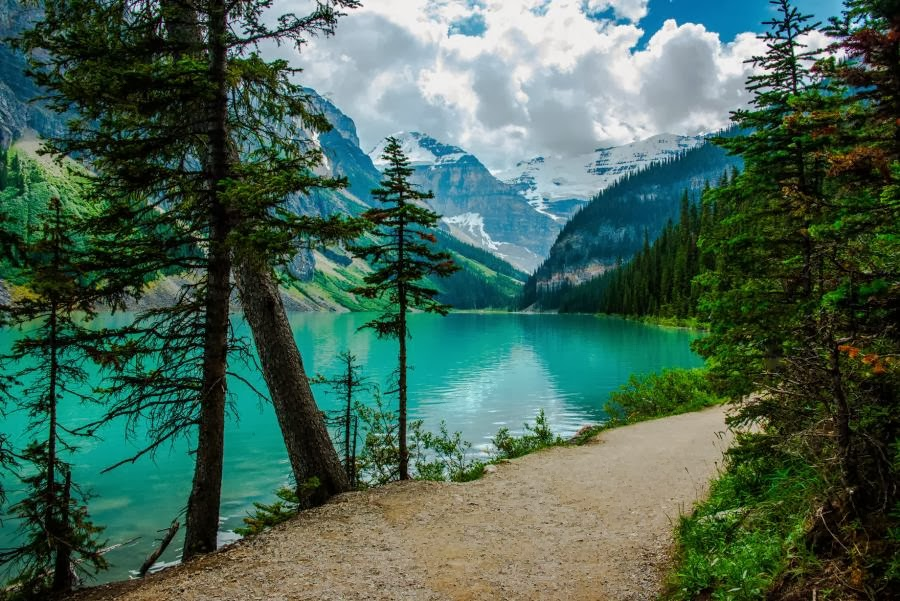Bluest lake louise place to visit state of canada for Places to travel in canada