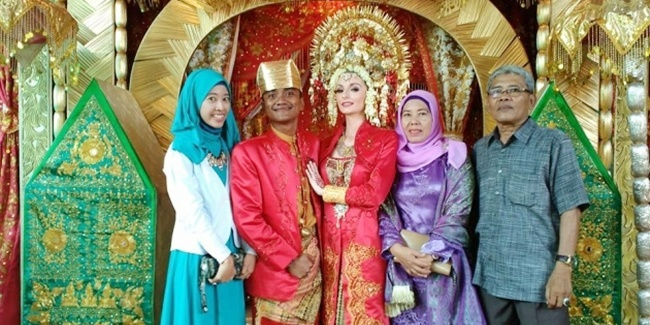 Bayu and Jennifer got married last August 8, 2015 in Indonesia