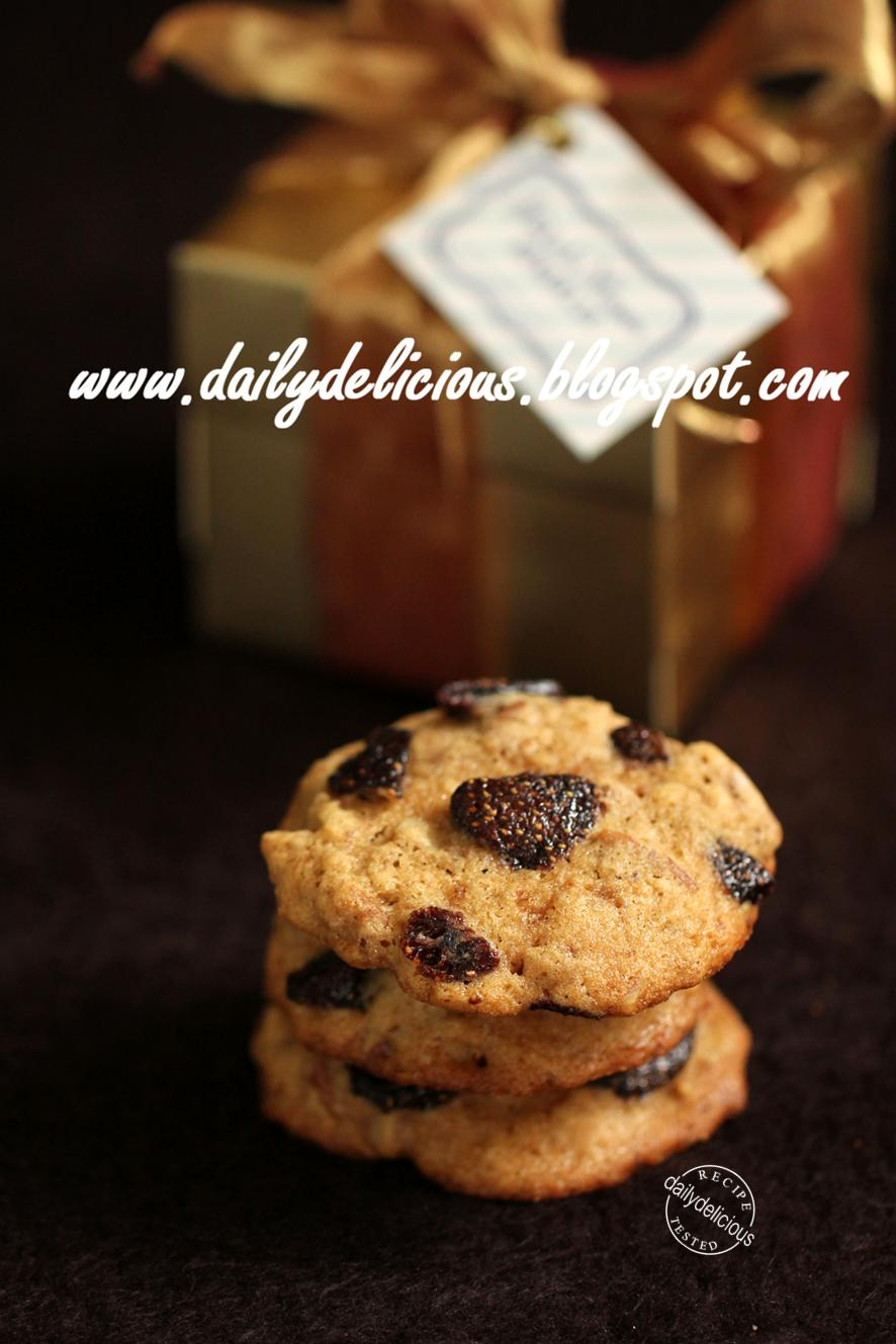 dailydelicious strawberry and pecan nuts cookies cookies. Black Bedroom Furniture Sets. Home Design Ideas