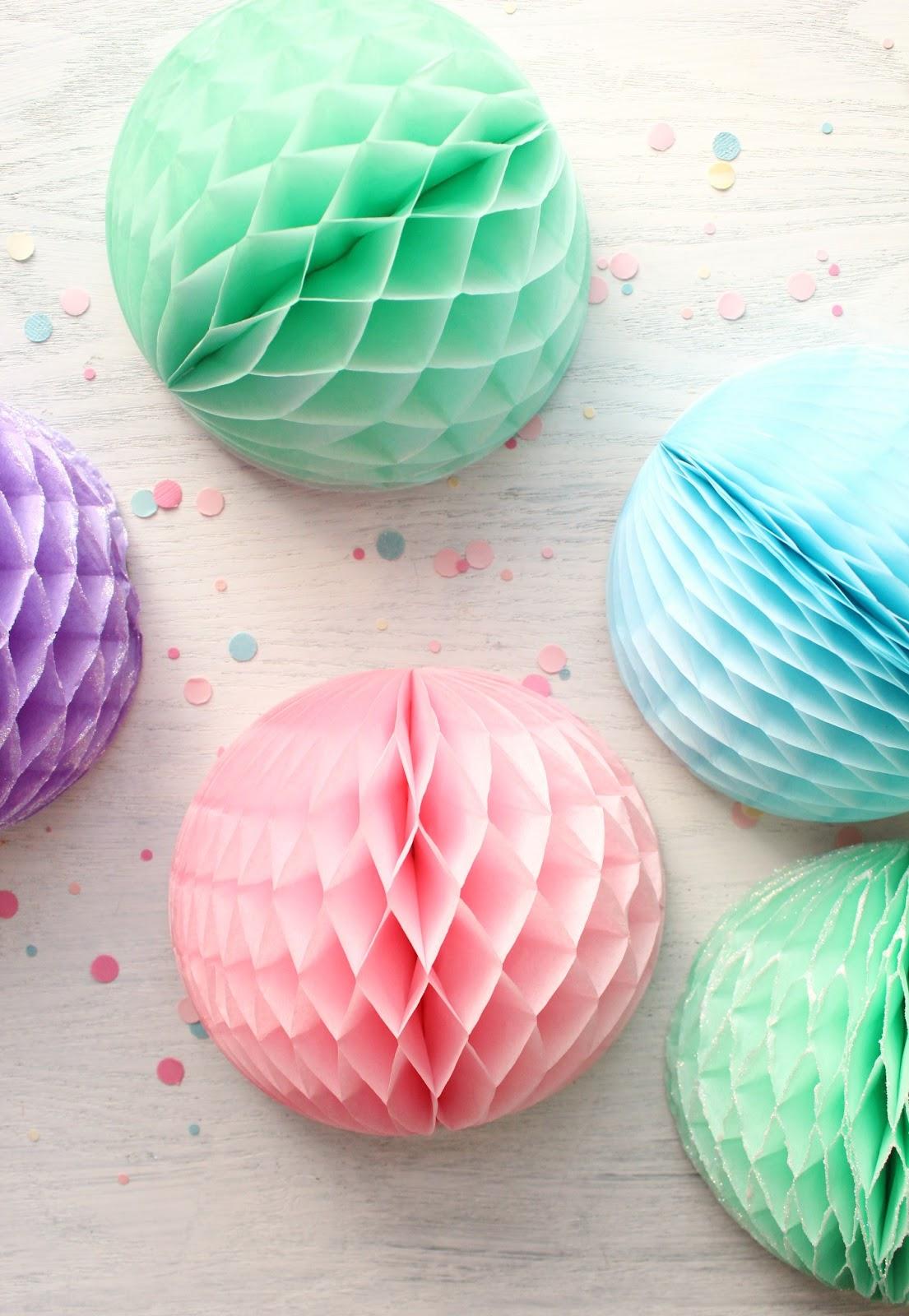 Decorar bolas de papel nido de abeja