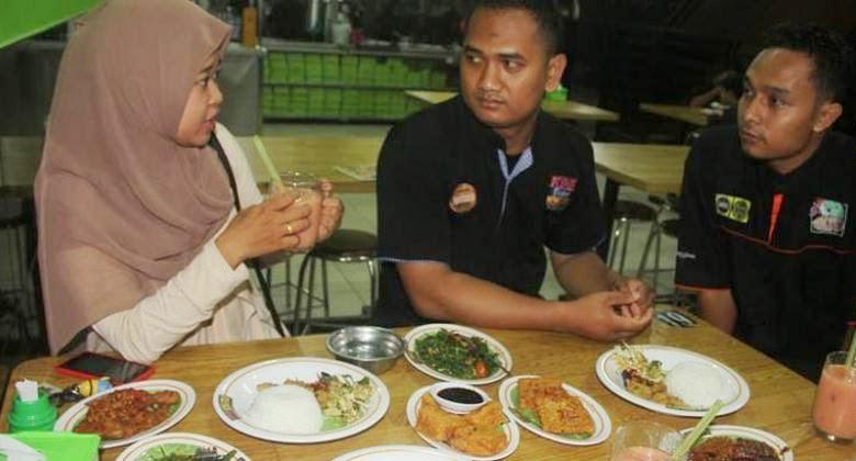 Berwisata dan Santap Ayam Penyet Ala Masakan Wong Solo