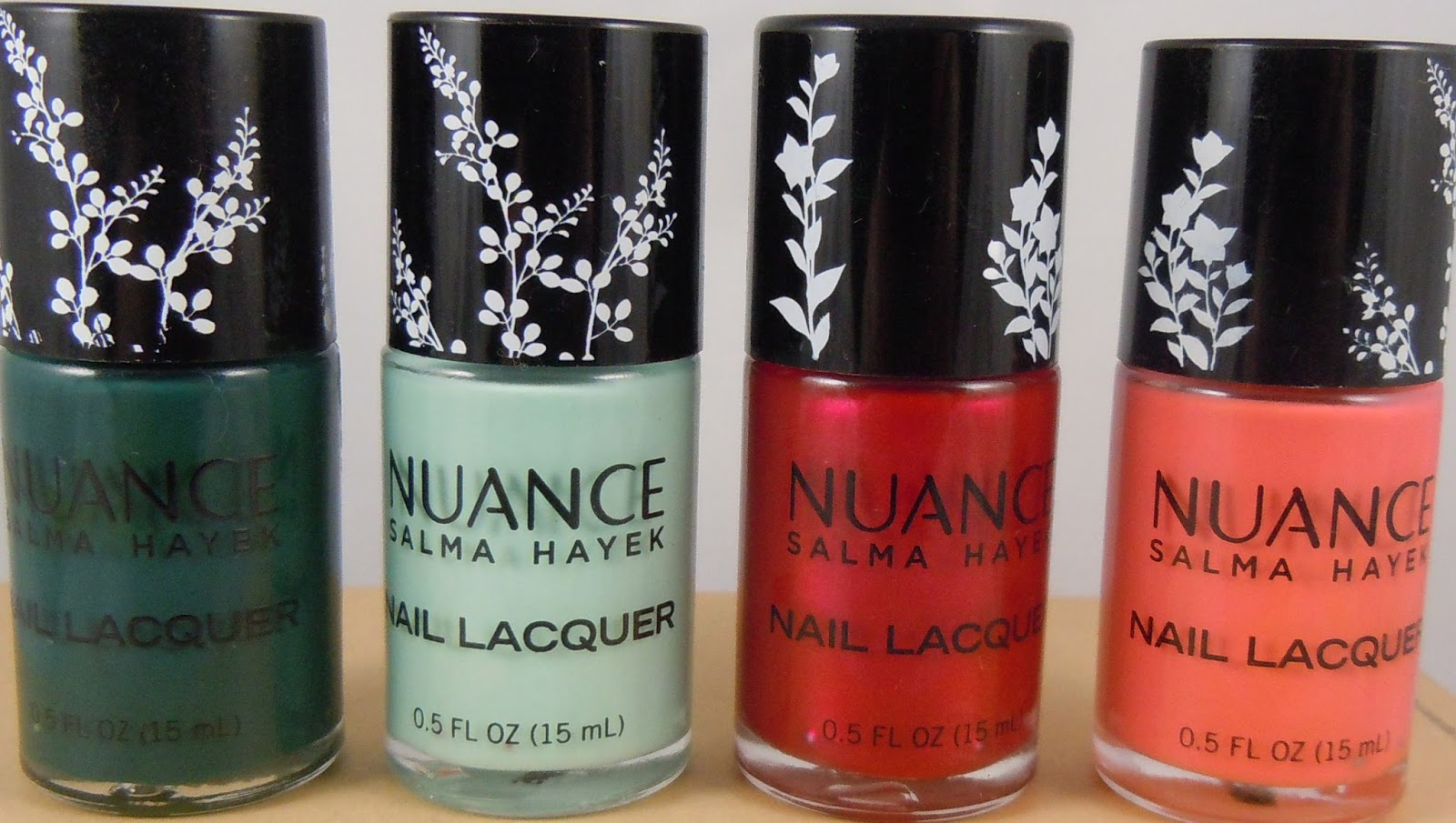 Salma Hayek created a collection of nail polishes 18.11.2012 100