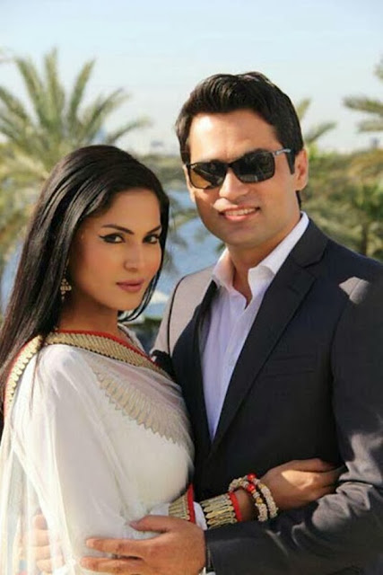http://www.funmag.org/bollywood-mag/veena-malik-and-asad-bashir-wedding-nikkah-photos/
