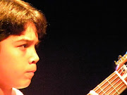 O maceioense Nícolas Silva, de 15 anos, é filho do professor de violão .