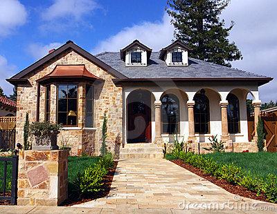 Decoraciones y mas hermosas casas con fachada de piedra for Decoracion de casas con piedras
