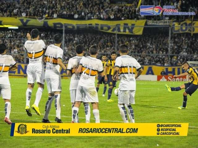 Tremendo recibimiento de Rosario Central frente a Boca Juniors en la Copa Sudamericana 2014