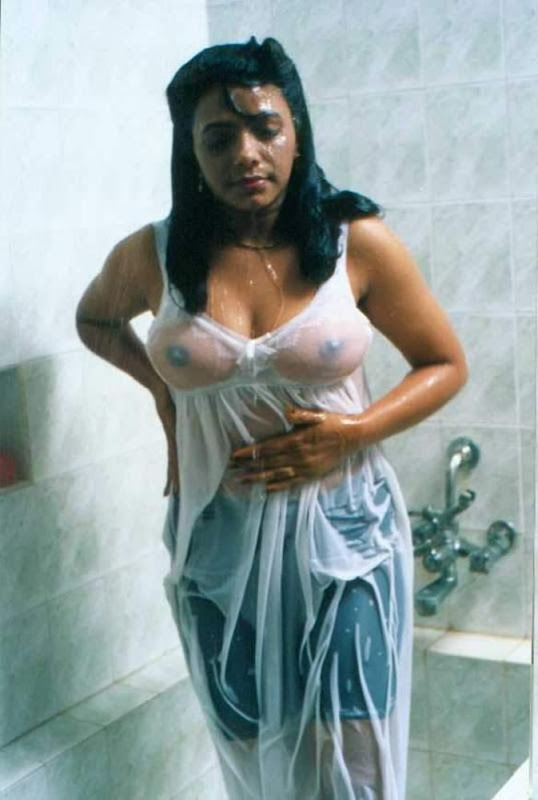 Hot Aunty Wet And Bathing Pics