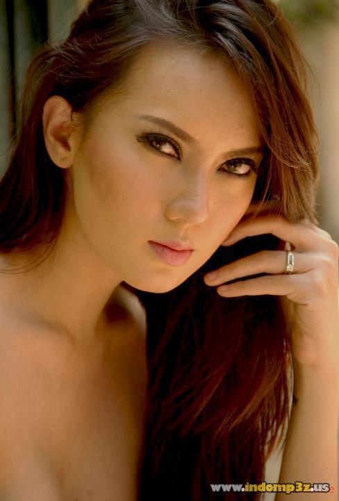 FOTO HOT : model cantik indonesia : FOTO BUGIL