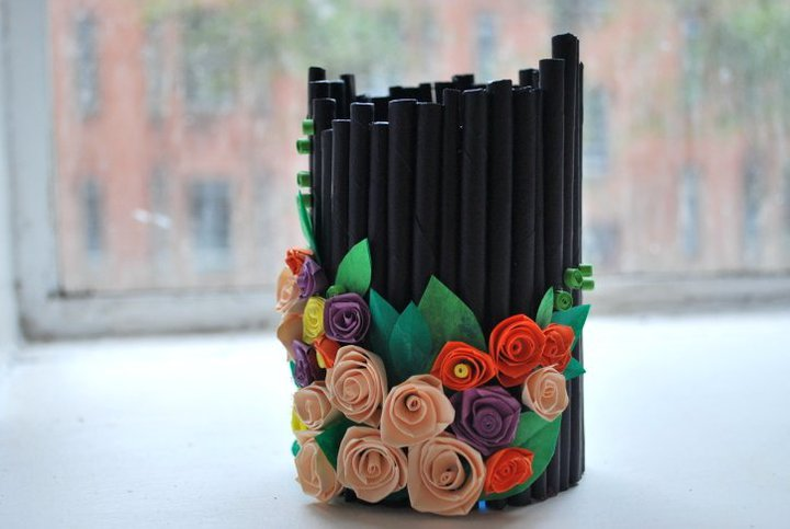 Artist who blogs recycled pen holder ideas for Best out of waste easy things to make