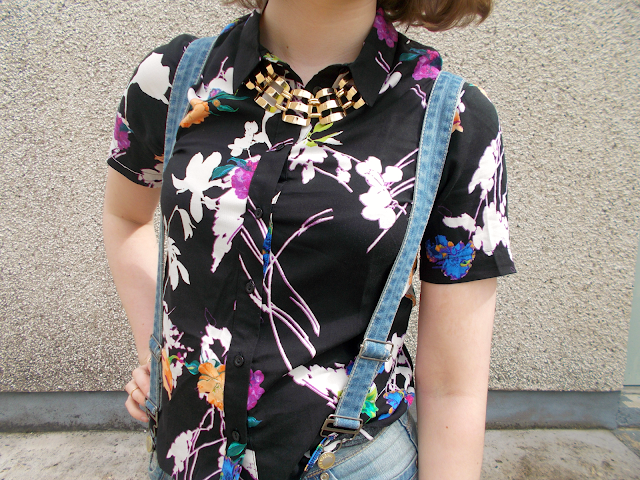 ootd outfit denim dungarees floral shirt lessthan10pounds new look primark fashion blogger