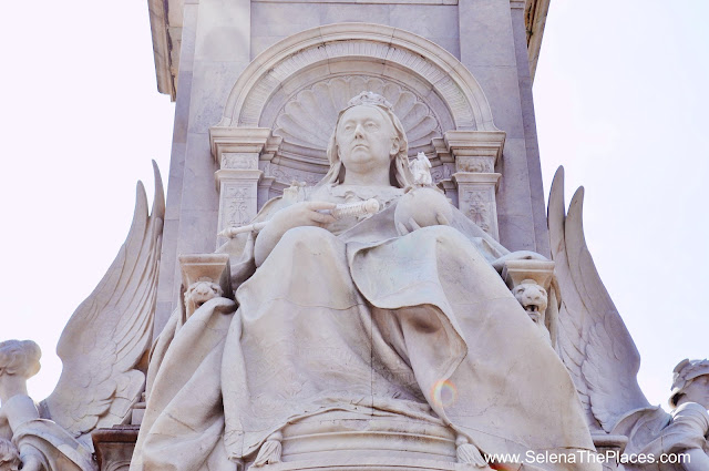 Queen Victoria Statue at Buckingham